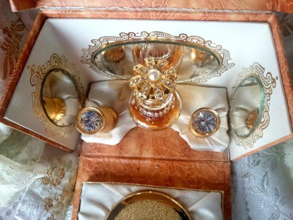 regalos-originales-complementos-antiguos-y-vintage-perfume
