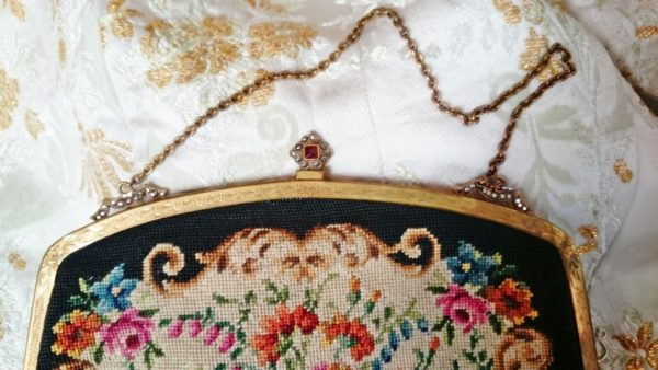 bolso-antiguo-de-petit-point-vintage-de-boquilla