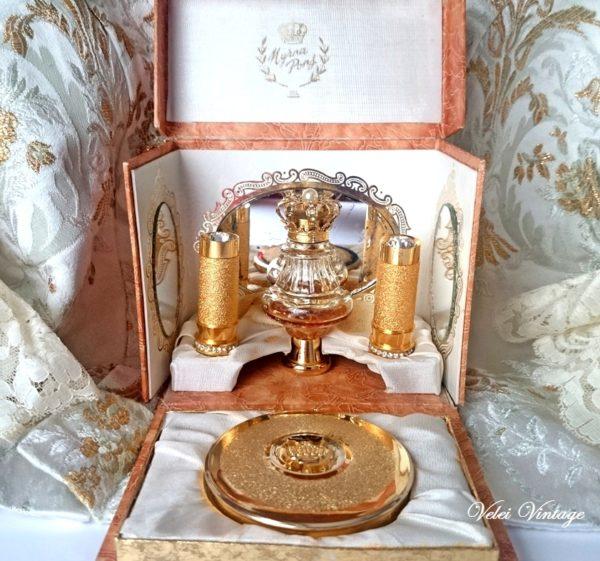Estuches de perfumes vintage, pintalabios y polveras