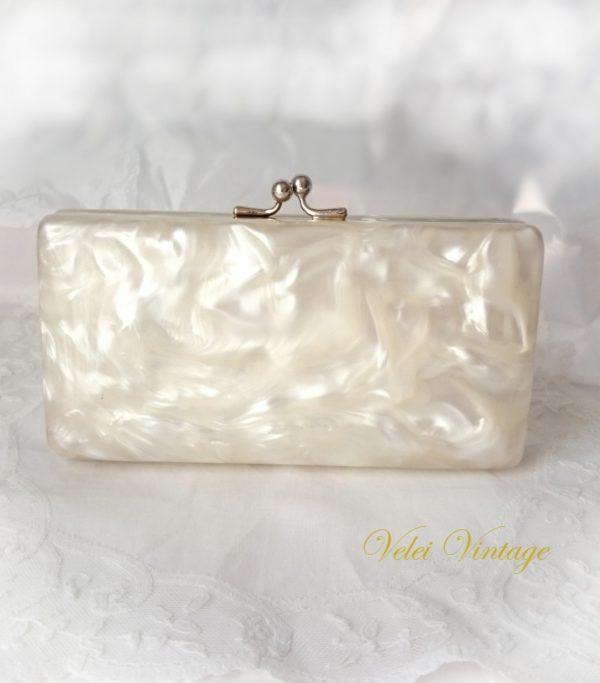 bolso-vintage-de-novia-de-nacar-con-tocador-boda-ceremonia-fiesta-blanco