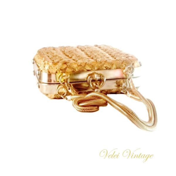 bolso-vintage-dorado-complemento-cuadrado-rigido