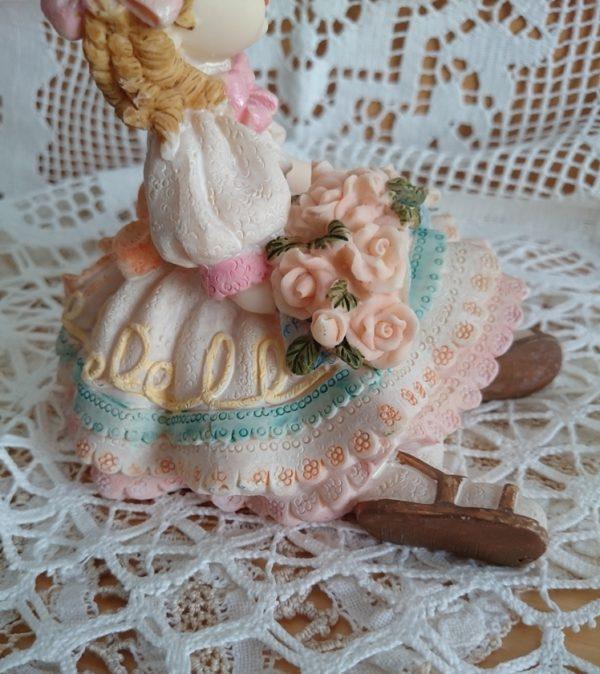figura-vintage-niña-flores